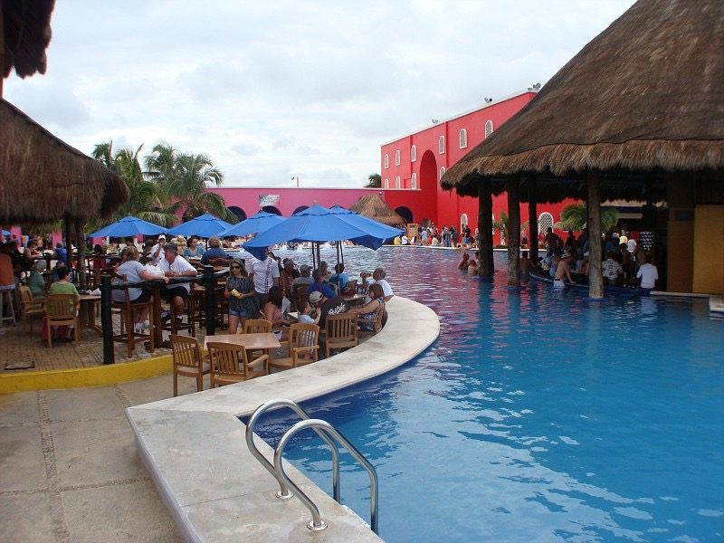 Costa Maya swim up bar 2